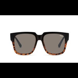 QUAY ON THE PROWL in black tortoise